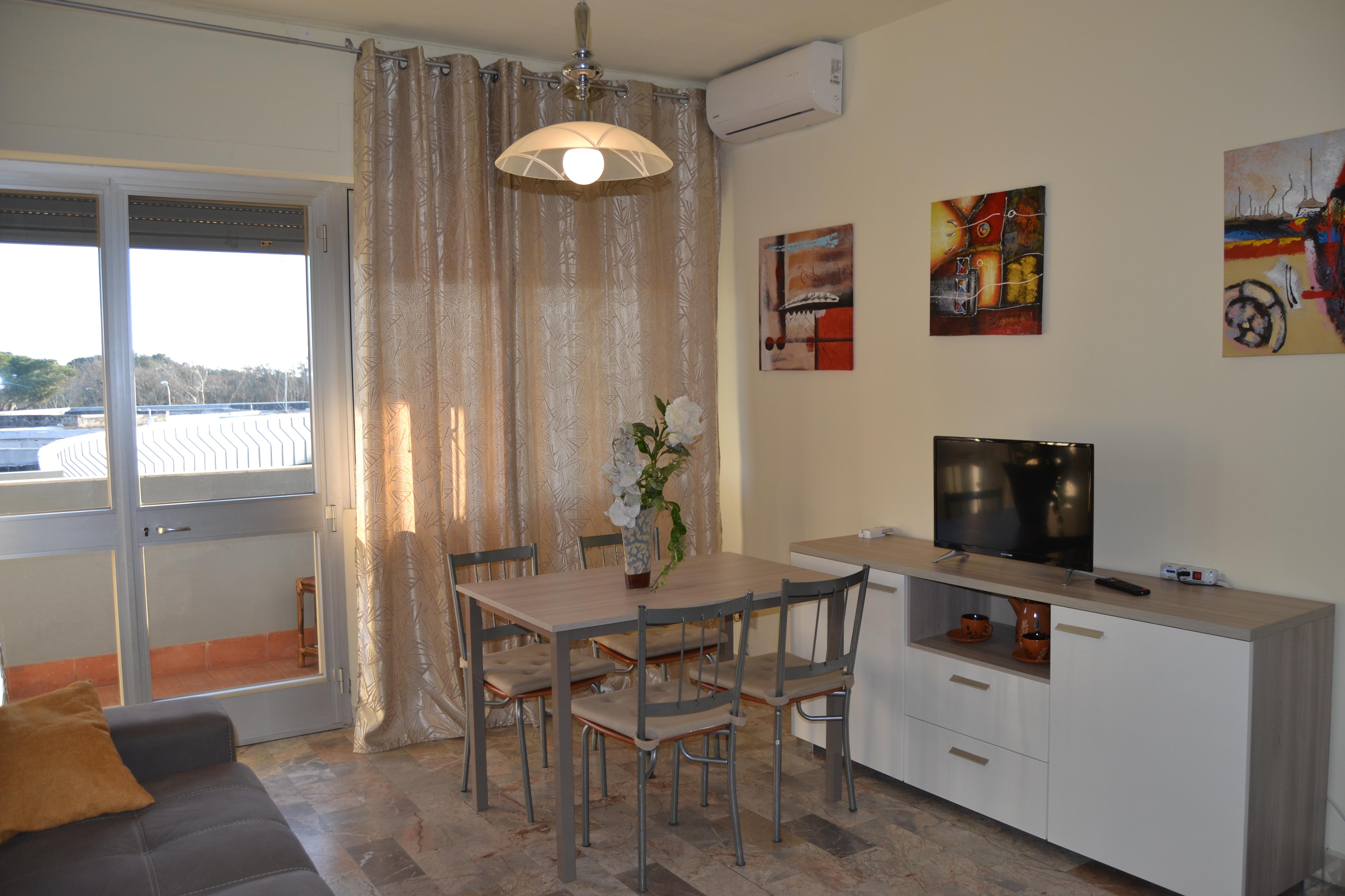Appartamento con balcone vacanze a Tirrenia. Rif.A.21
